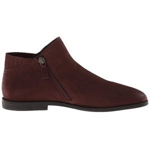 Kenneth Cole Reaction red boot/size 8